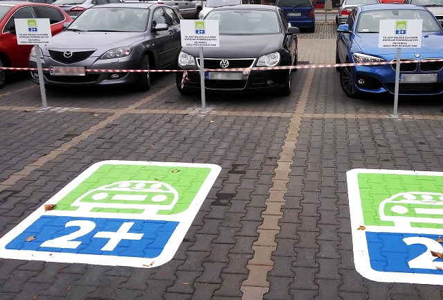 Parking lots powered by green energy in Warsaw